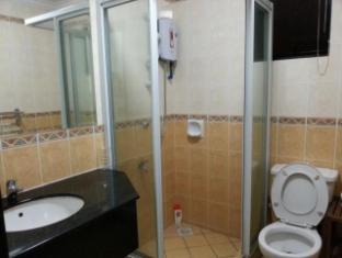 Malaysia Hotel Accommodation Cheap | Marina Court Vacation Home Kota Kinabalu - Shared bathroom