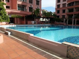 Malaysia Hotel Accommodation Cheap | Marina Court Vacation Home Kota Kinabalu - Swimming pool