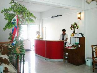 Crown Hostel Phuket - Inne i hotellet