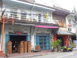 Shadow Inn Bangkok - Near by attraction - Lots of Old Shop house