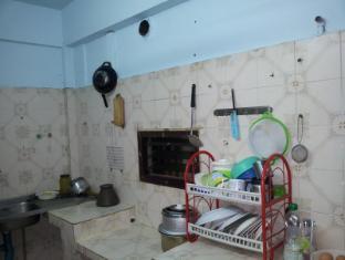Shadow Inn Bangkok - Kitchen with Utencils