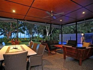 The Boutique Collection Bramston Beach Luxury Holiday House Bramston Beach - Terrace