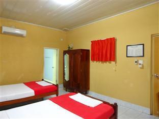 Lyon d'or Hotel and Restaurant Phnom Penh - Deluxe Twin Bedroom