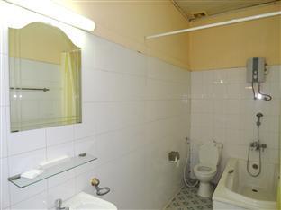 Lyon d'or Hotel and Restaurant Phnom Penh - Bathroom