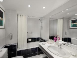 Savoy Central Hotel Apartments Dubai - Bathroom Facilities