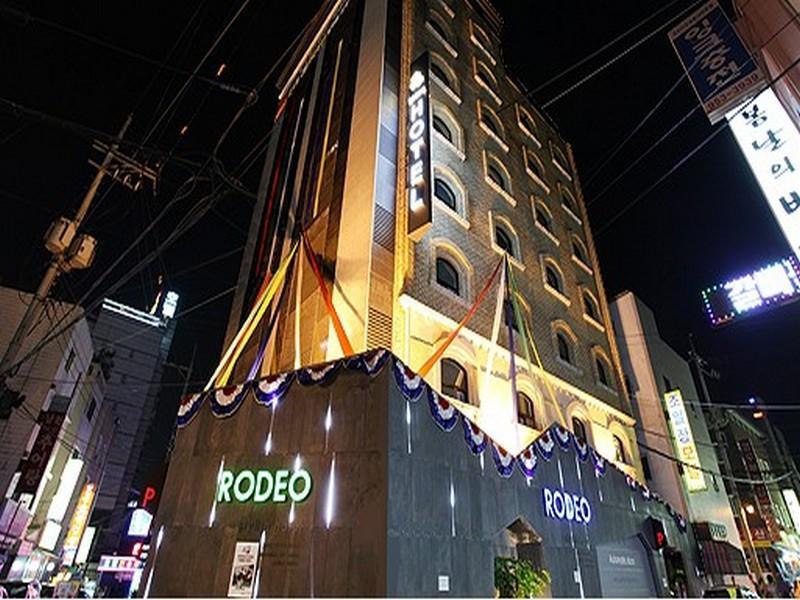 โรงแรม โรดิโอโฮเต็ล  (Rodeo Hotel)