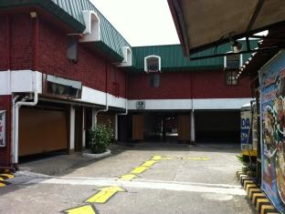Halina Drive-Inn Hotel - Hotels and Accommodation in Philippines, Asia