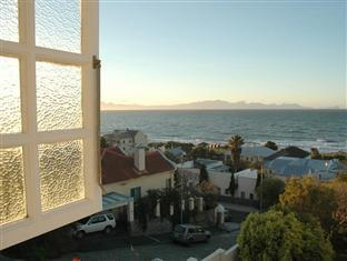 Blue On Blue Bed and Breakfast Cape Town - View from the Master Bathtub