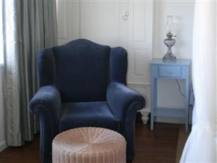 Blue On Blue Bed and Breakfast Cape Town - Master Suite Sitting Area