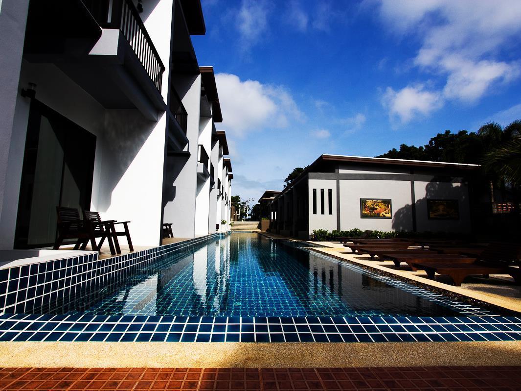 Hotell Alphabeto Resort i Naiharn, Phuket. Klicka för att läsa mer och skicka bokningsförfrågan