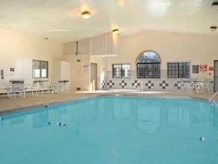 Super 8 Gallipolis Pt Pleasant Area Hotel Gallipolis (OH) - Swimming Pool