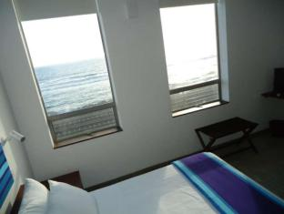 The Ocean Front Hotel Colombo - Deluxe Room Interior