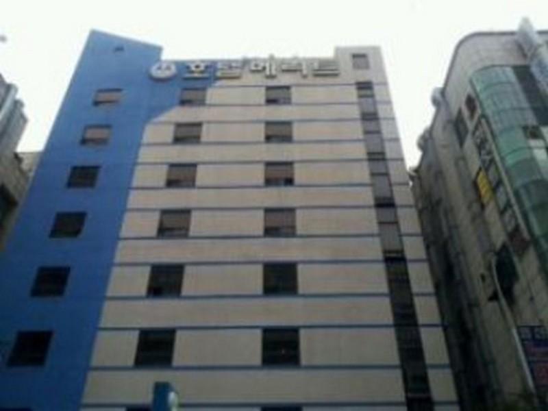 โรงแรม เมอริท  (Merit Hotel)
