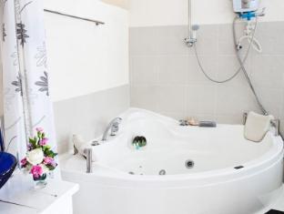 เพนนี โฮมสเตย์ แอนด์ สปา ระยอง - อ่างอาบน้ำร้อน