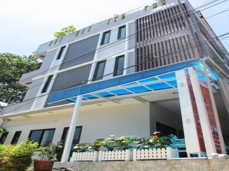 โรงแรม บ้านรักเสม็ด กลางเมืองเสม็ด เกาะเสม็ด