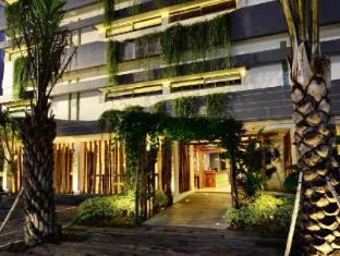 Grandmas Legian Hotel Bali - Entrance
