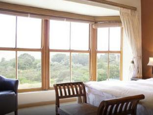 South Africa Hotel Accommodation Cheap   Premium Mountain Room