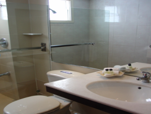 Indochine Hotel Ho Chi Minh City - Superior Twin Bed Bathroom