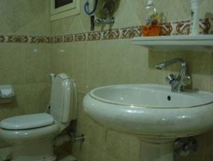 River Nile Hotel Cairo - Bathroom