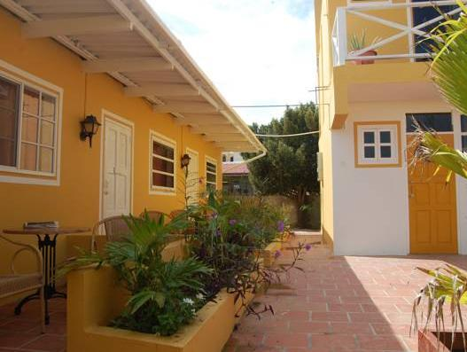 The Dive Hut - Hotels and Accommodation in Netherlands Antilles, Central America And Caribbean