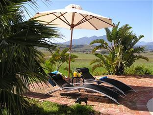 Allegria Guesthouse & Vineyards Stellenbosch - Swimming Pool Seating Area