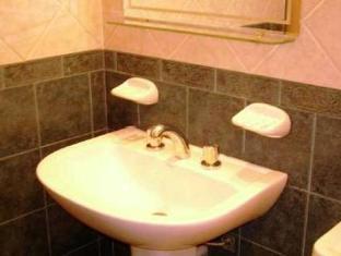 Solares De Maipu Apart Hotel Mendoza - Bathroom
