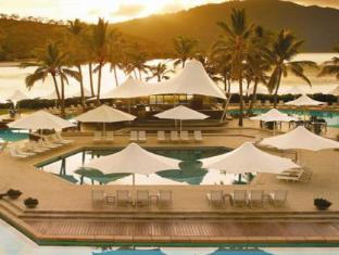 Hayman Island Resort Уитсъндейс - Фасада на хотела