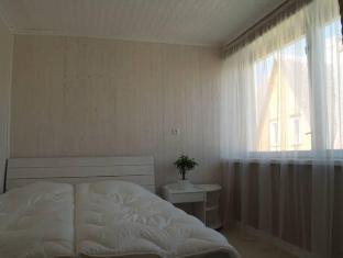 Guesthouse Vesiroosi Parnu - Camera