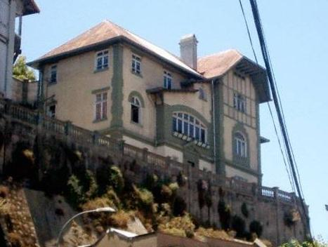 Hostal Patrimonial Little Castle - Hotels and Accommodation in Chile, South America