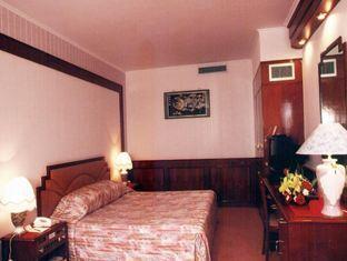 Sakura Hotel - More photos