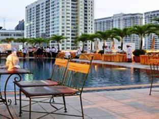 First Hotel Bangkok - Swimming pool