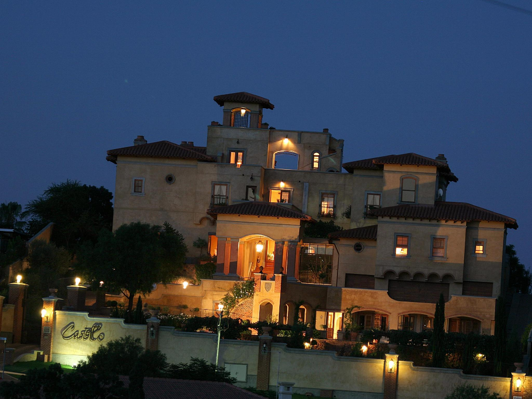 Castello Di Monte Guest House - Hotels and Accommodation in South Africa, Africa