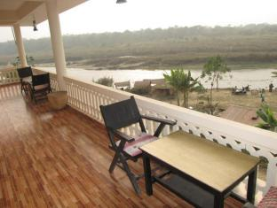 Hotel River Side Chitwan narodni park - balkon/terasa