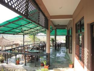 Hotel River Side Chitwan National Park - Food, drink and entertainment