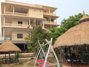 Hotel River Side Chitwan National Park - Hammocks nearby restaurant and our new building