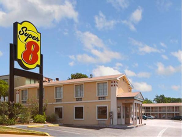 Super 8 Downtown Capitol Motel