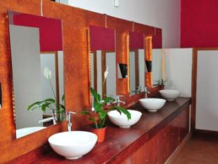 Hostel Amigo Mexico City - Women's Bathroom