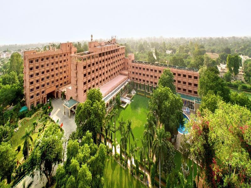 Hotel Clarks Shiraz Agra - Hotell och Boende i Indien i Agra