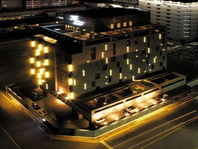โรงแรม เจเอส บูตีค โฮเต็ล  (JS Boutique Hotel)