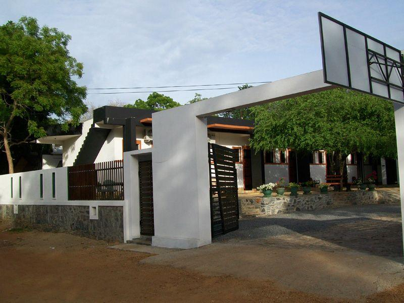 Dinaka Rest Guesthouse - Hotels and Accommodation in Sri Lanka, Asia