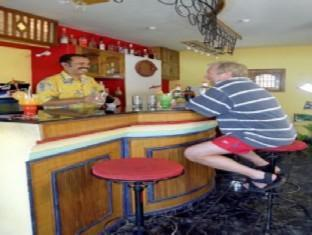 The Ronil Royale Hotel Severna Goa  - bar/salon