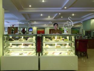 Best Western Green Hill Hotel Yangon - Cake counter