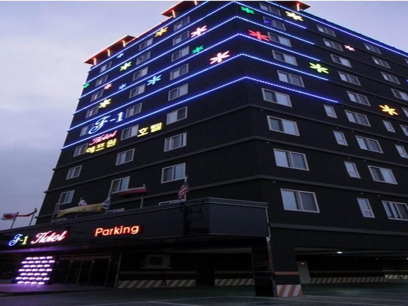 โรงแรม เอฟ1โฮเต็ล  (F1 Hotel)