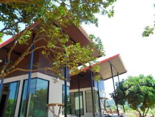 kayom house - white meranti house & resort
