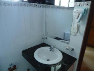 Hotel Stargazer Colombo - Standard Room-Bathroom