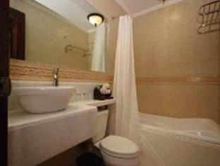 Hotel Salcedo de Vigan Vigan - Suite Room Bathroom