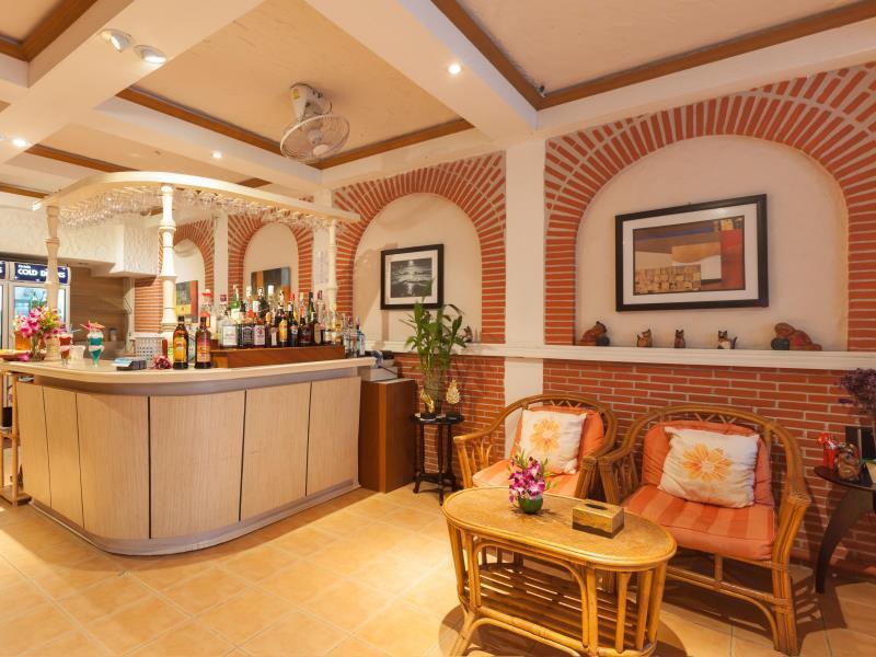 Hotell Karon Sunshine Guesthouse   Bar i Karon, Phuket. Klicka för att läsa mer och skicka bokningsförfrågan