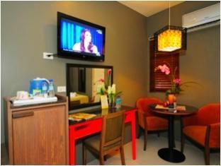 MODA Mariposa Budget Hotel - Anonas Manila - Room Interior