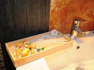 MODA Mariposa Budget Hotel - Anonas Manila - Bathroom Amenities