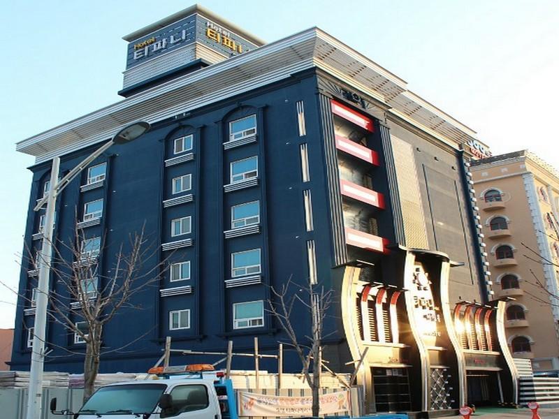 โรงแรม เบรคฟาสต์ แอท ทิฟฟานี  (Breakfast at Tiffany